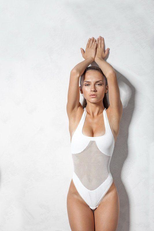 girl,sexy,posing,studio,white,body In The Flashphoto preview