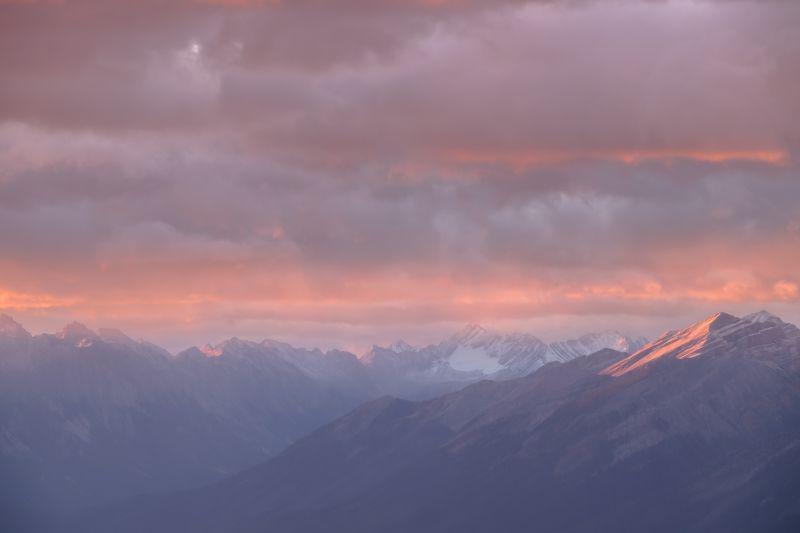 Canada, Alberta, Banff, Rockbound, sunrise, clouds, pink Рассвет на вершине мира.photo preview