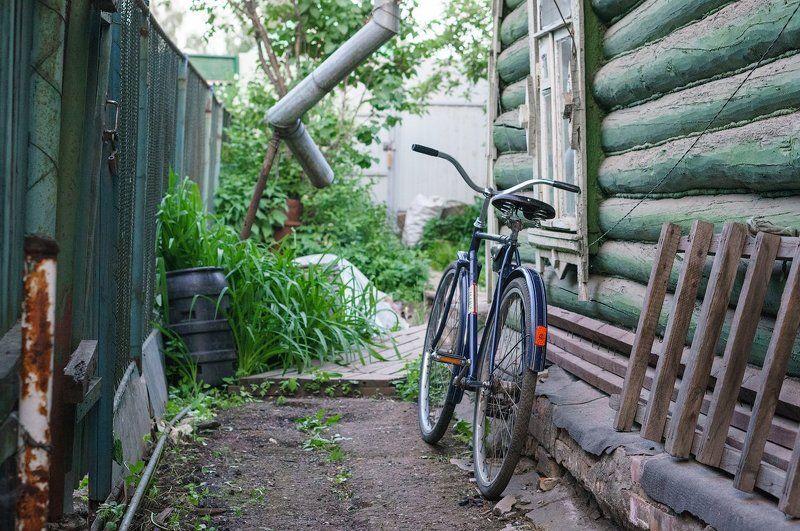 велосипед, десна, дом, деревня, ретро, классика, подмосковье, долгопрудный Старый велосипед у дома в деревнеphoto preview