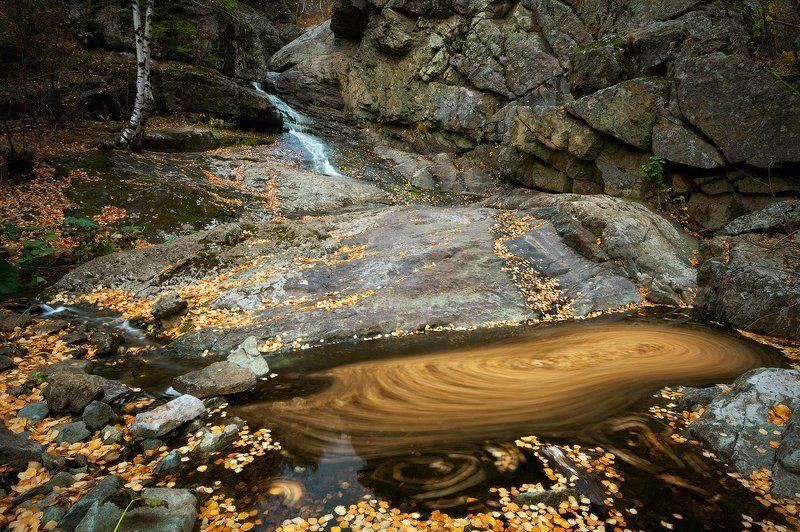урал, башкирия, гадельша, волопад, ручей, осень, листья, кружатся photo preview