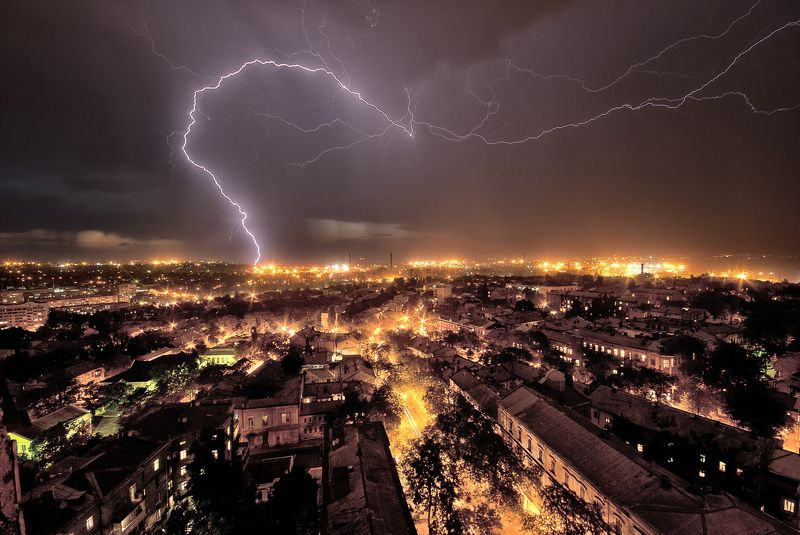 Одесса, гроза, молния, стихия Лицо стихииphoto preview