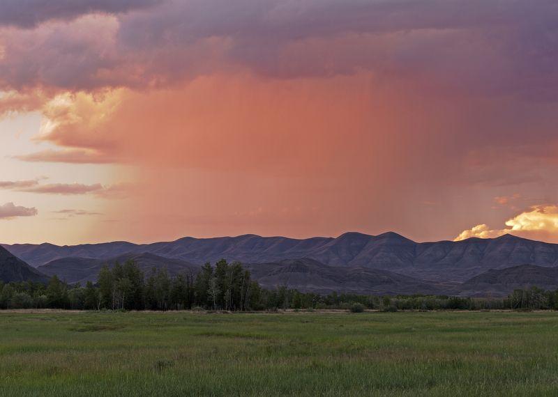 пейзаж, природа, лето, вечер, закат, дождь, горы, облака, путешествие, россия, сибирь, тува Дождь на закатеphoto preview