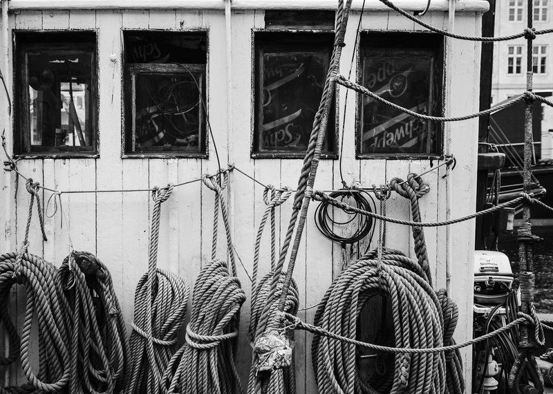 rope,boat,ship,city,sea,copenhagen,black and white, Webphoto preview