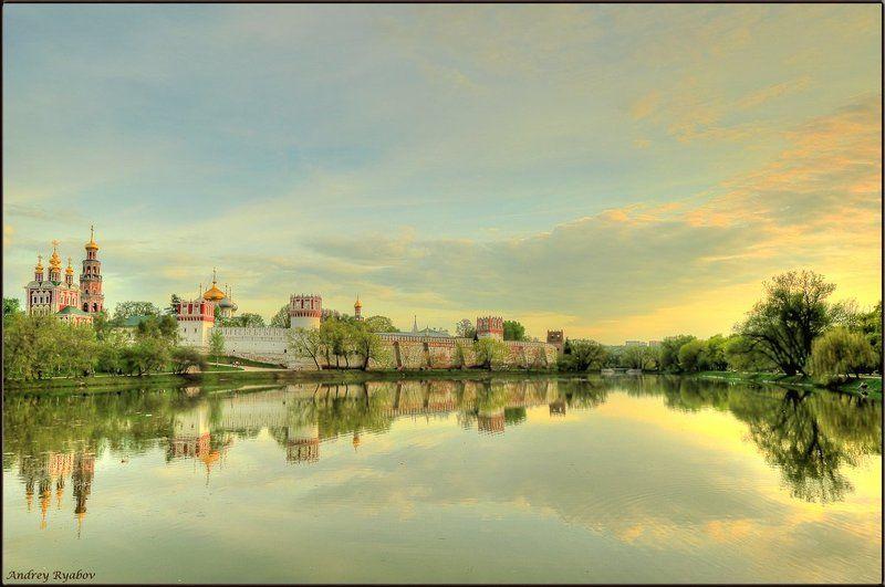 новодевичий, монастырь Молитва уходящего дня...photo preview