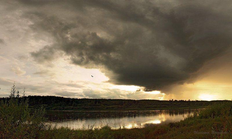 архангельская область, река онега. Приближение солнечного дождя...photo preview