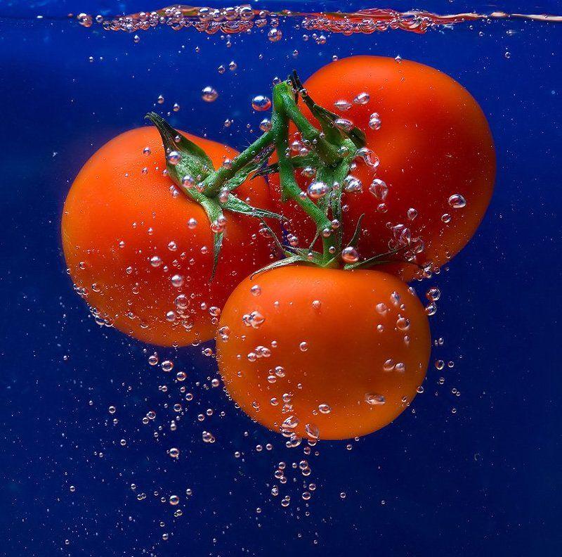 вода, помидоры, помывка, витамины Все принимайте витамин... или мойте овощи перед едой...photo preview