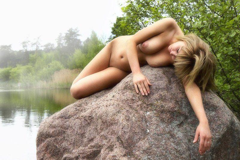 река,утро,туман,камень,девушка,сон,микус Утренние сновиденияphoto preview