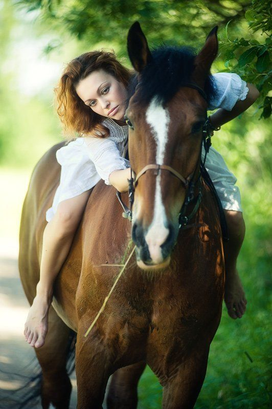 девушка, оля, лошадь, улица Прогулкаphoto preview