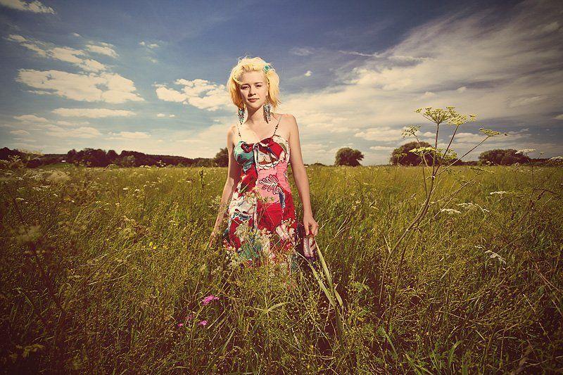 поле, девушка, небо * * *photo preview