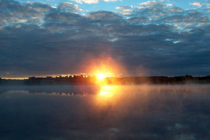 солнце, восход, тучи, облака, пруд, плотина, вода, утро, Первые лучиphoto preview