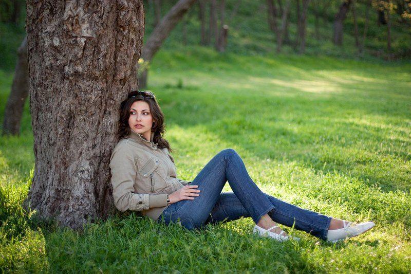 красивая, молодая, девушка, природа, трава, поляна, джинсы, пикник, поход, весна, севастополь, крым ***photo preview
