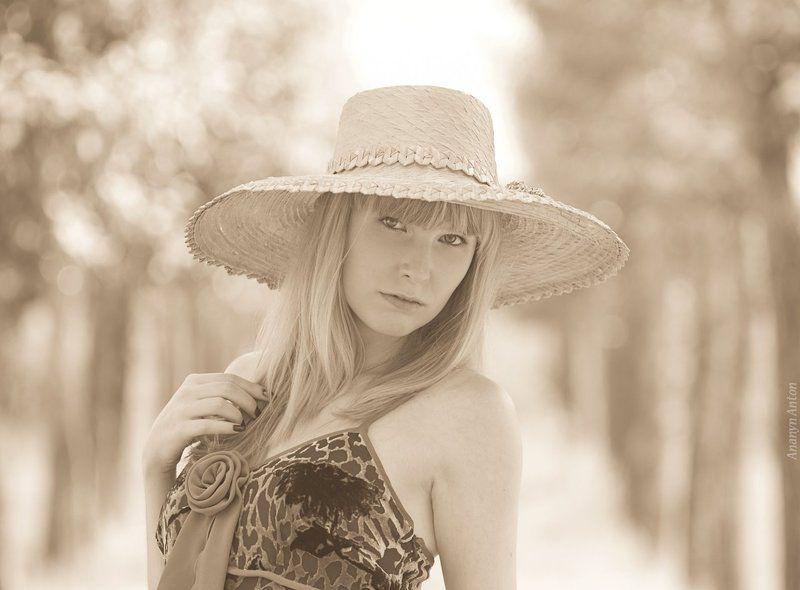 шляпа, постановочное, сепия Девушка в шляпеphoto preview