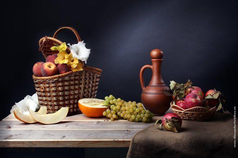 яблоки, персики, гладиолусы, виноград, корзинка, дыня Бархатный сезонphoto preview