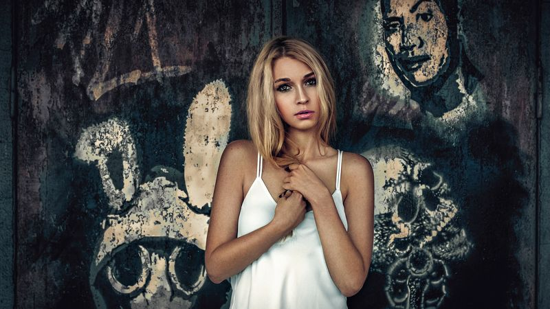 portrait, woman, color, mood, graffiti, murals 4 facesphoto preview