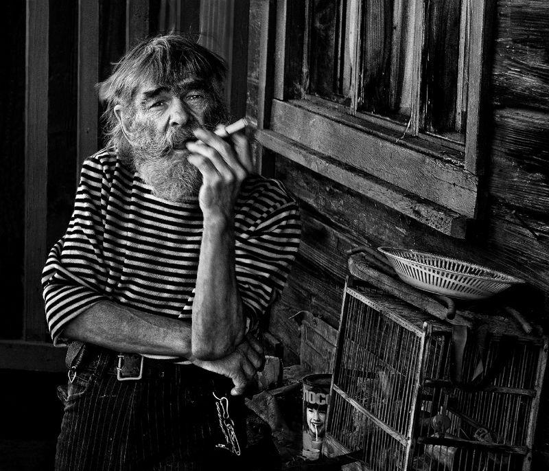 портрет, мужчина, человек, люди, жест, взгляд, лицо, старость, интерьер Старожилphoto preview