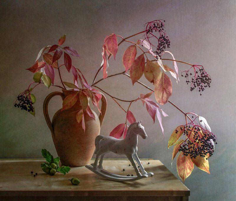 осенний, натюрморт, белая, лошадка, ветвь, ягоды Светлая осеньphoto preview