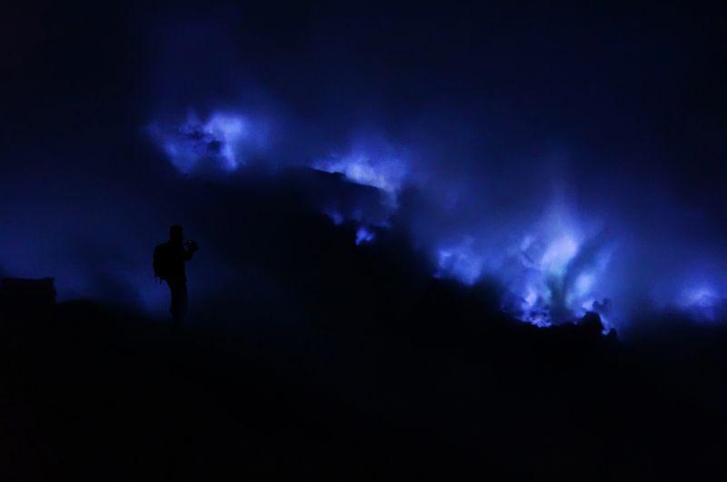 Ночь в кратере Идженphoto preview
