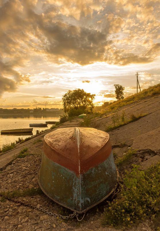 углич, лодка, рассвет, волга, река Старая лодкаphoto preview