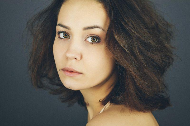 girl model portrait conceptual art light 50mm color eyes  портрет взгляд Юлияphoto preview