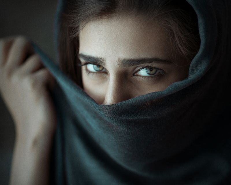 girl,portrait,light,eyes,look,moody,deep,color Nedaphoto preview