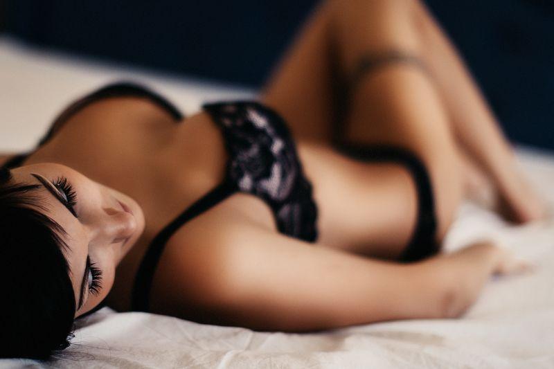 beautiful, sexy, girl, boudoir, photoshoot, natural light Juliannaphoto preview