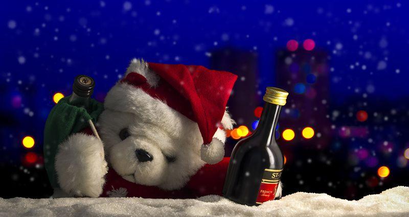 Мишка, Дед Мороз, Новый год, зима, снег, огни, мороз, алкоголь Праздник к нам приходит!photo preview