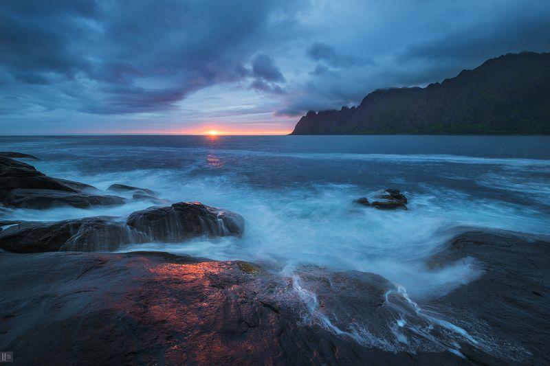 Норвегия, Сенья, Senja, остров, скалы, Tungeneset, закат, тучи, море Место поклонения Дьяволуphoto preview