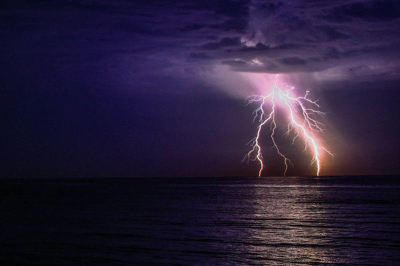 Ночь, море, гроза, пейзаж, свет, тучи, выдержка, природа Гнев небесphoto preview