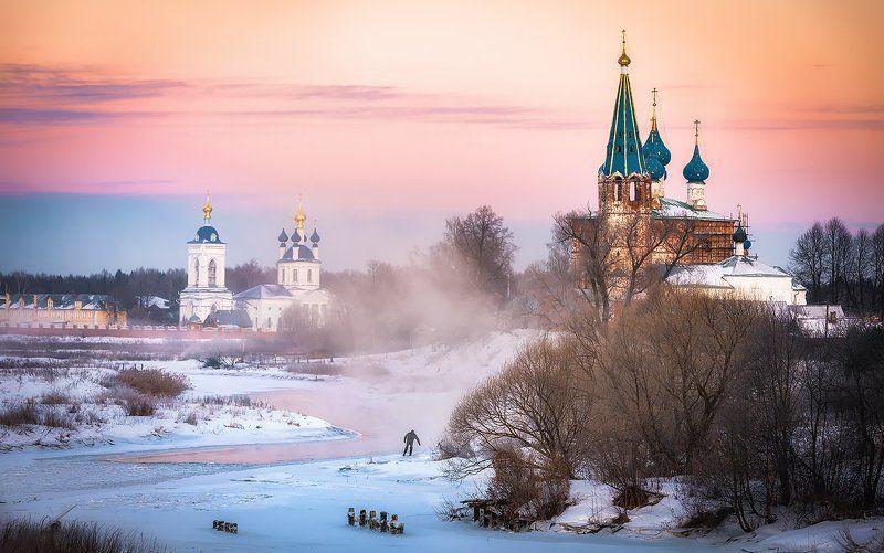 река, церковь, пейзаж Испытывающий судьбуphoto preview