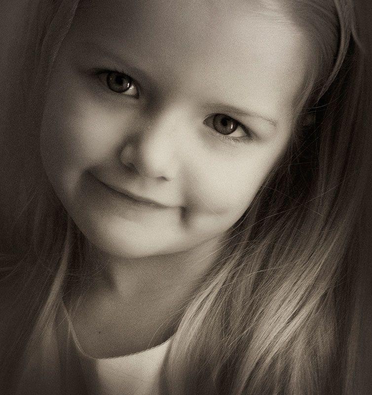 девочка, улыбка принцессы, малышка ....photo preview