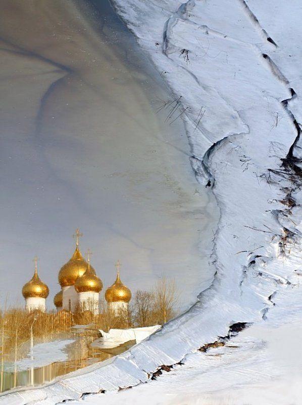 отражение, храма, в, талой, воде, реки Веры отраженьеphoto preview