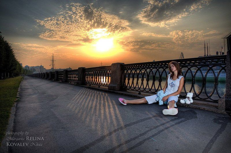 сон, рассвет, город, набережная, пижама, девушка Сон на явуphoto preview