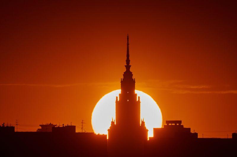 город, солнце, закат, пейзаж, Москва, красота, свет, лето, тени, силуэт  Круглое солнце июняphoto preview