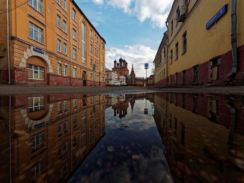 город, Москва, улица, архитектура, отражение, прогулка, храм,  Крутицкая улицаphoto preview