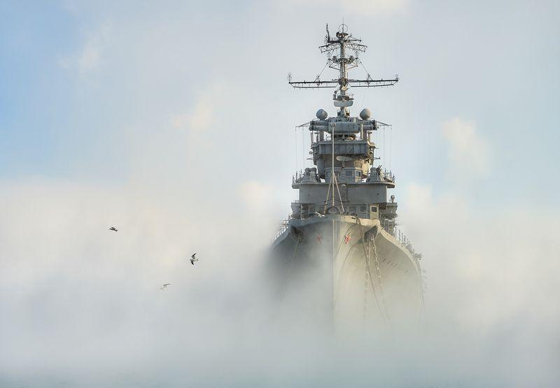 военный корабль, городской пейзаж, зима, крейсер, крейсер кутузов, кутузов, море, мороз, новороссийск, парение моря, порт, путешествия, раннее утро, тревел, утро, утро в порту, январь Крейсер-призракphoto preview