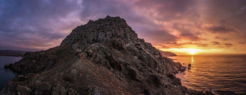 Крым, пейзаж, природа,  опе, солнце, горы, рассвет, зима, облака, фото,  Рассвет на мысе Меганом photo preview