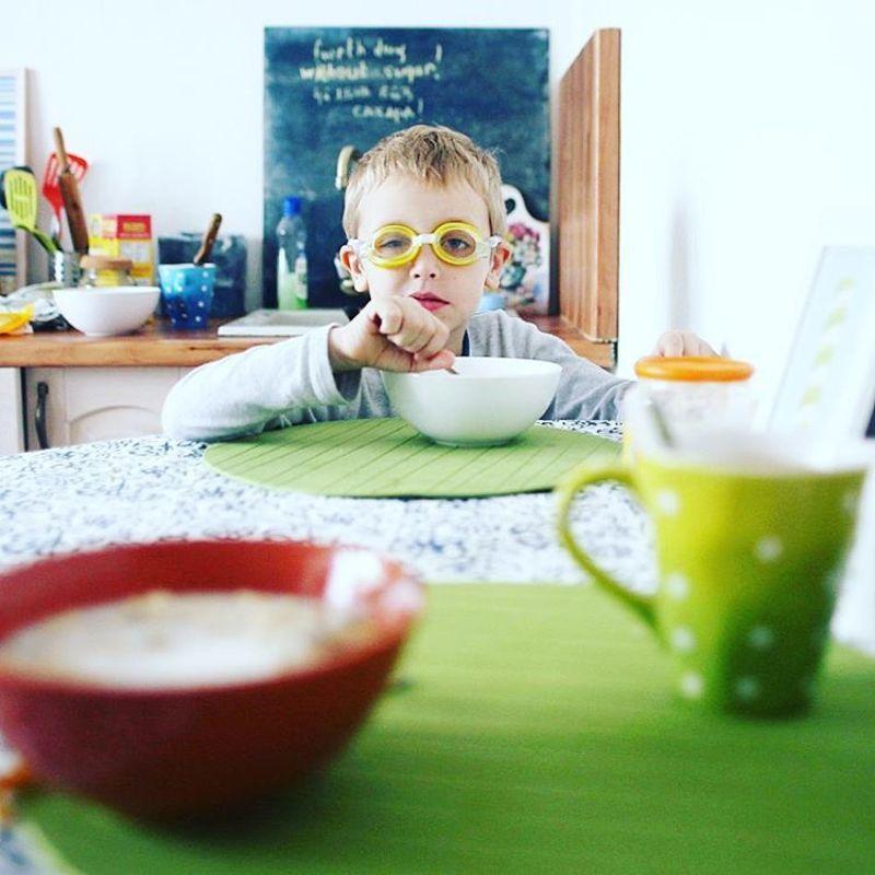 завтрак, очки, ребенок, каша, утро Веселый завтракphoto preview