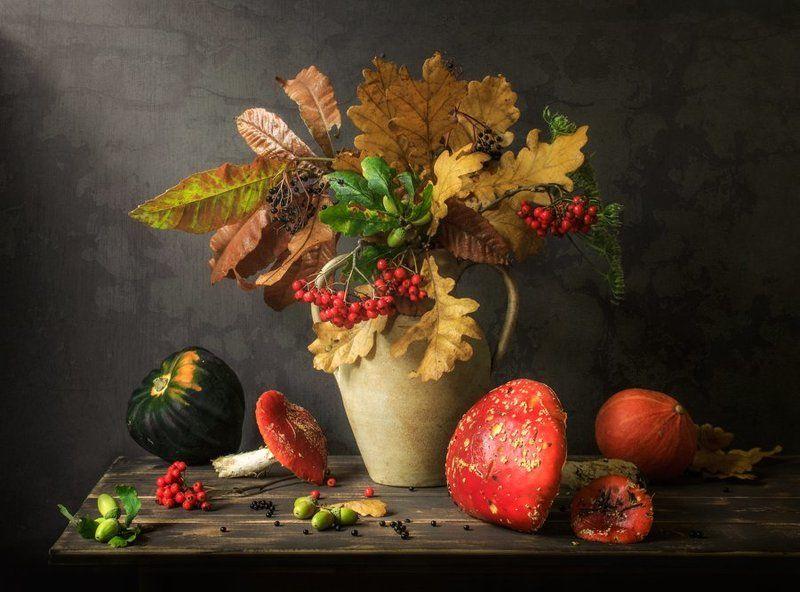 натюрморт, грибы, мухоморы, осенние листья, осень С мухоморами)photo preview