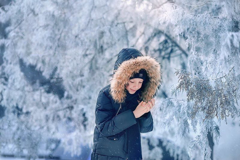 зима, мальчик, утро, свет, ребенок, холод, мороз, снег, туман, ребенок, улыбка, счастье ***photo preview