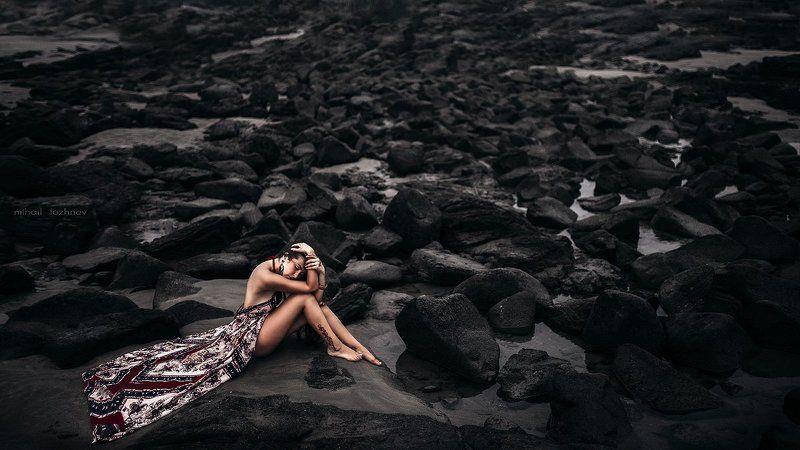 девушка скалы камни Каменный пленphoto preview