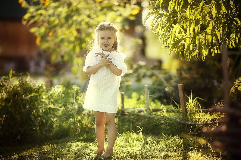 девочка, свет, лето, солнце в лучах солнцаphoto preview
