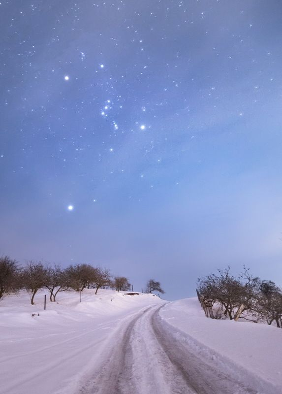 дорога, звезды, ночь, зима, снег, пейзаж, природа, Кыргызстан, Средняя Азия, starry night, starry sky,   Дорога под звездным небомphoto preview