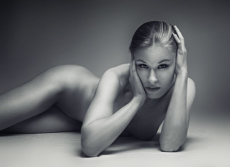 b&w. beauty. girl. glamour. nu. nude ZzLlIphoto preview