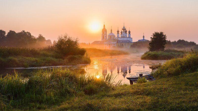 утро, река, туман, храм, монастырь, берег, введенье Молчаниеphoto preview