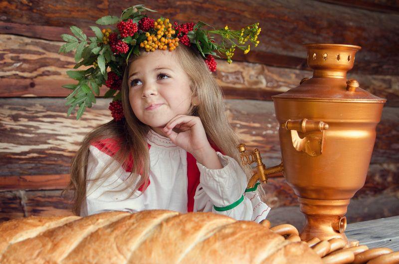 солнце, лето, лес, поле, дети, сестры, русское народное, самовар, деревня, культура, история, сказка, романтика, улыбка, радость, милота, мило, баранки, батон, смех, малыш Сестрицыphoto preview