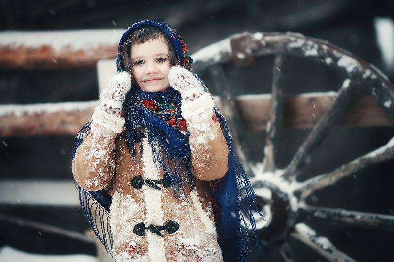 зима, снег барышня крестьянкаphoto preview