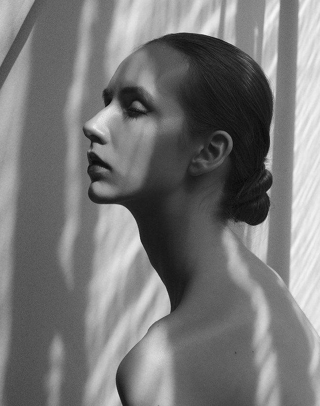 портрет, чб, черно-белое, москва, модель, свет, тени Без названияphoto preview