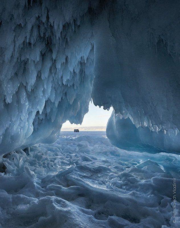 Байкал, грот, лёд, сосульки, зима Грот у мыса Саган-Хушунphoto preview