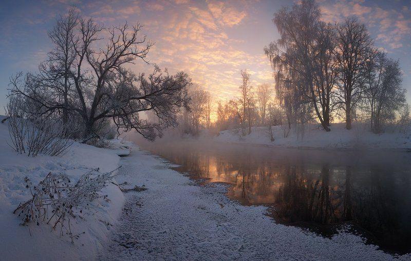 Рассвет на зимней речкеphoto preview
