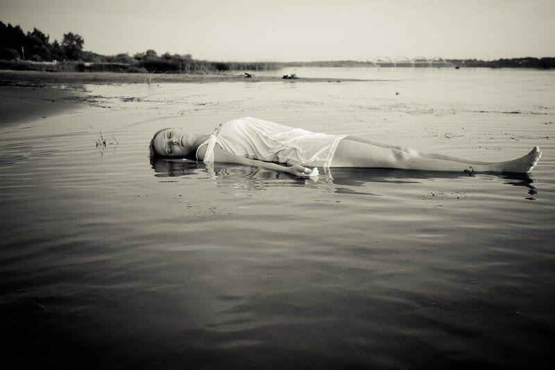 девушка, вода Холодноphoto preview